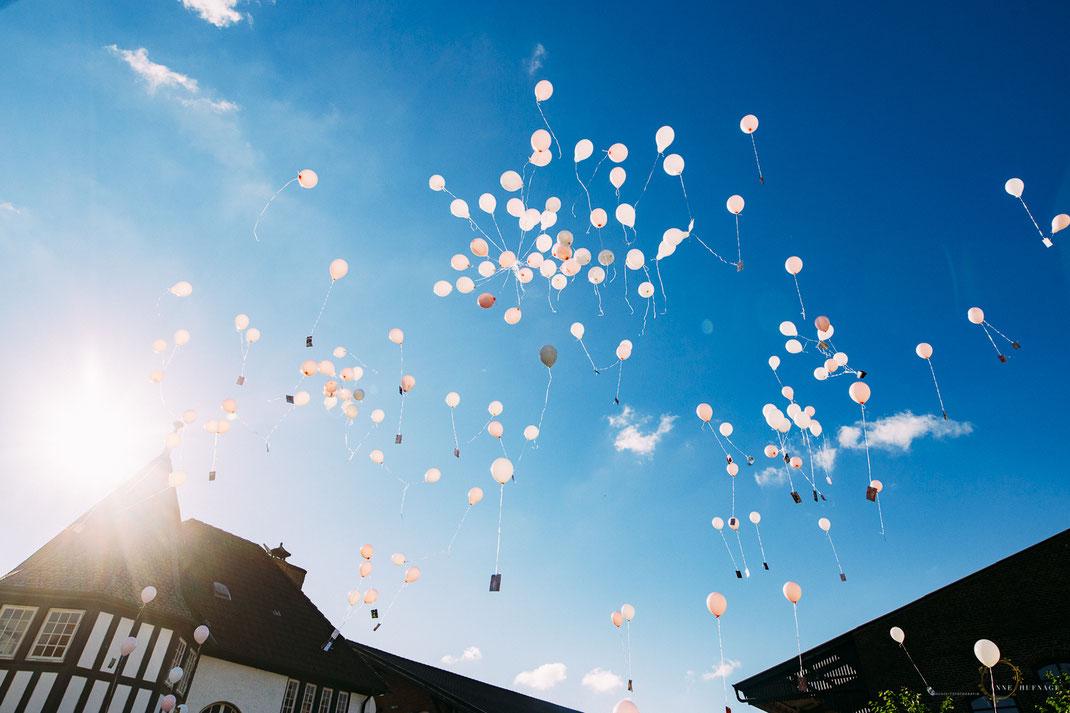 Hochzeitsfeier Ballon steigen