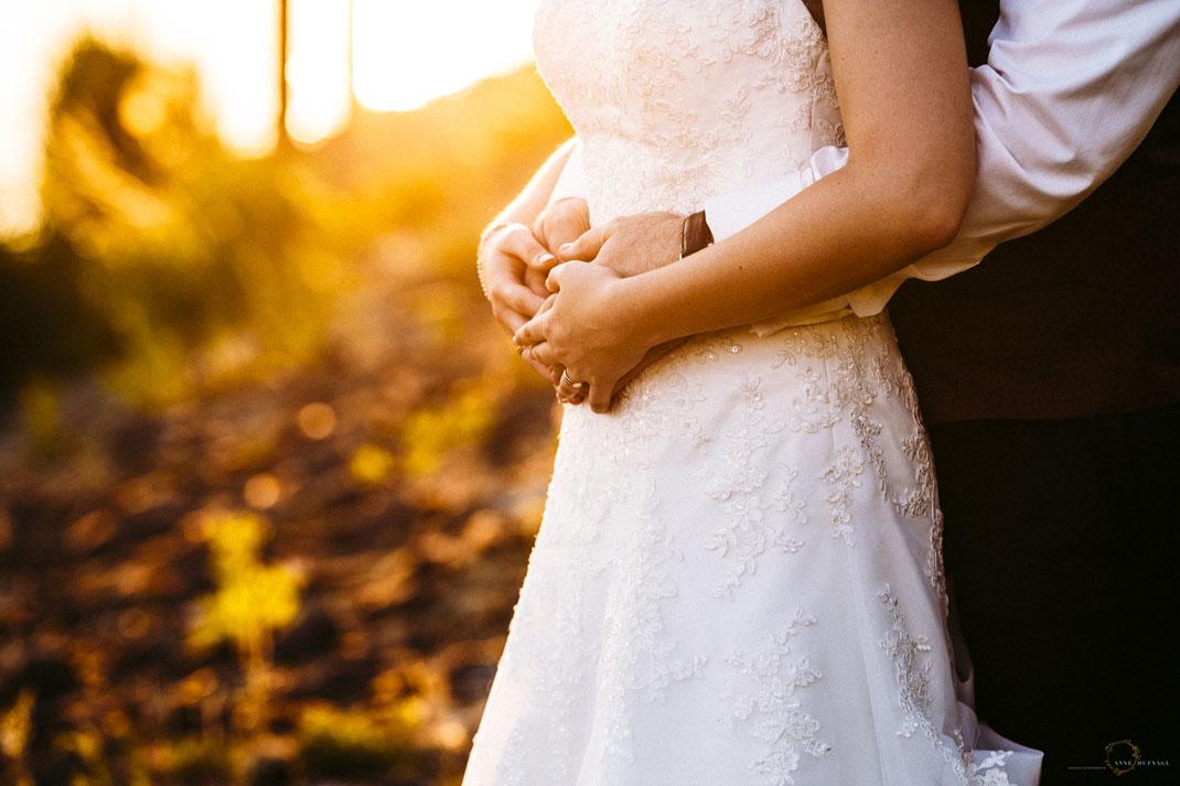 Paarfoto Hochzeit Sonnenuntergang // Fotografin: Anne Hufnagl