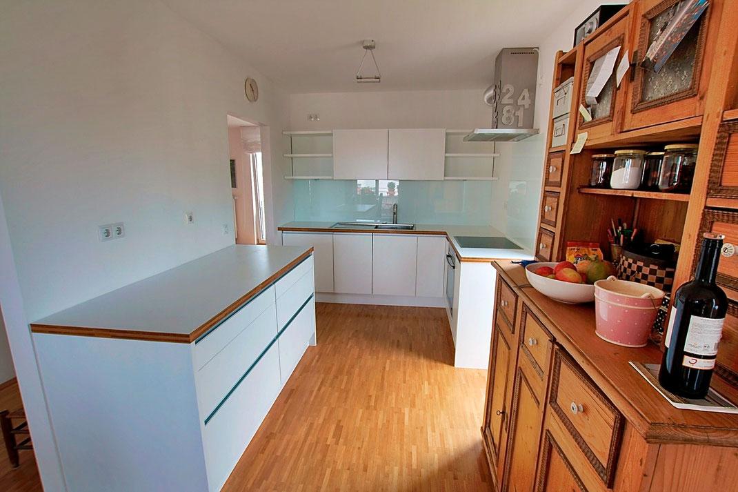 Kleine Küche im klaren Design
