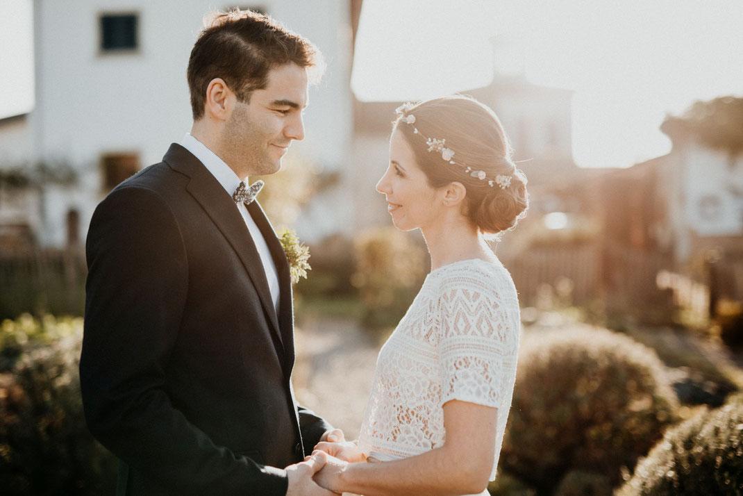 Eheerneuerung des Eheversprechens bei einer freien Trauung in der Pfalz.