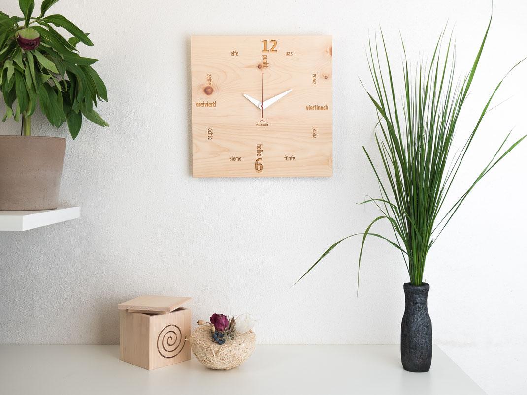 Design Wanduhr Holz Zirbe eckig lautlos