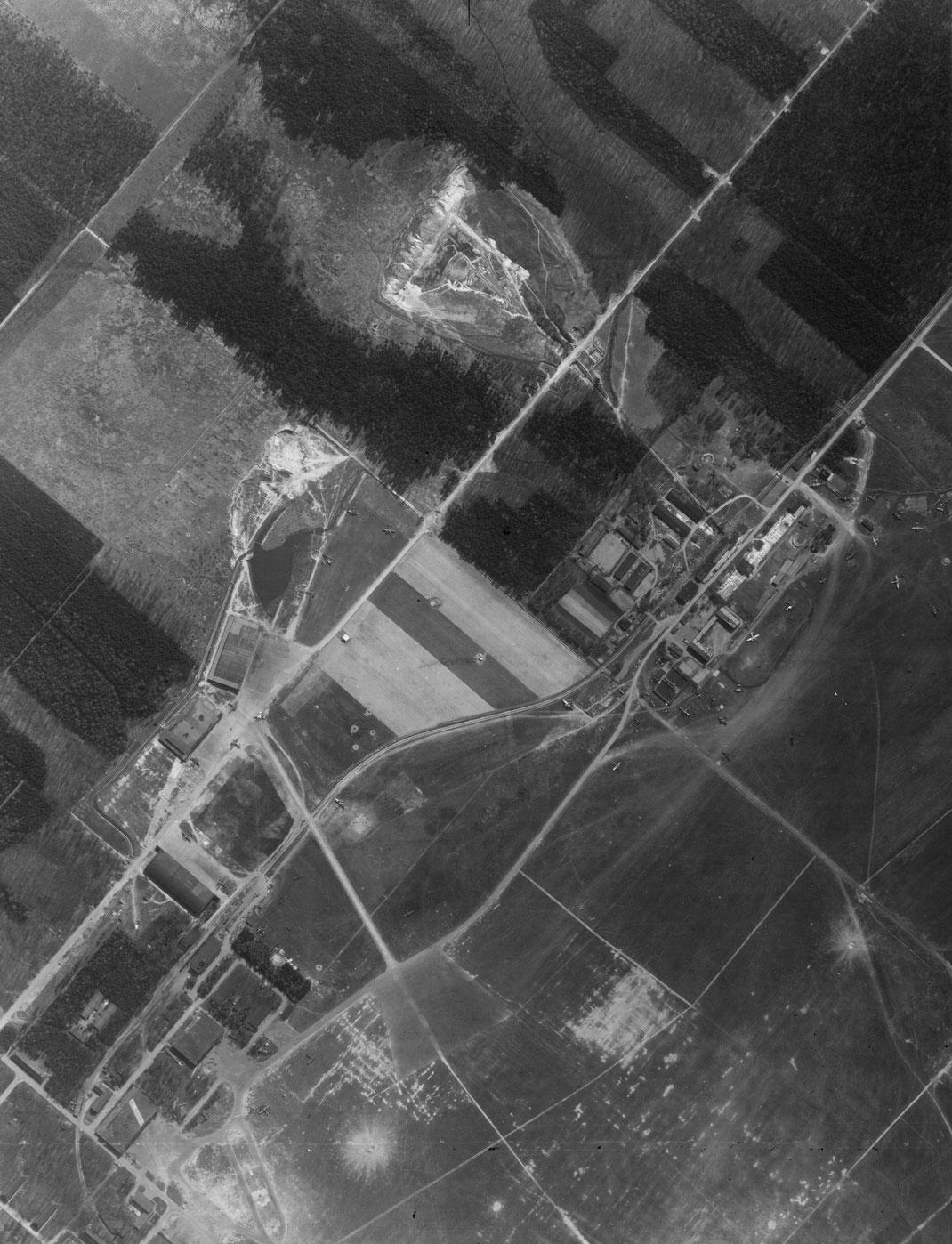 10. April 1945 Luftbildaufnahme Industriegelände Leina und Fliegerhorst Klausa / Quelle: Thüringer Landesamt für Bodenmanagement und Geoinformation