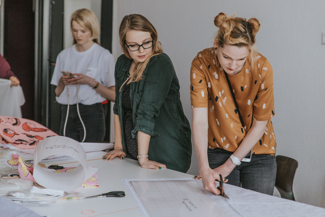 Berliner Bloggerworkshop DIY-Lampenschirm mit Mehrschein Etsy und Spoonflower Berlin Social Media Content Creation Influencer Event  Nadine Kunath Storytelling Fotograf Content Creator Brandenburg