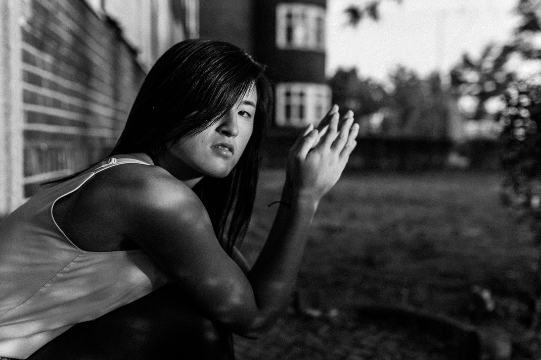 authentische alternative Portrait Fotografie Berlin Nadine Kunath Fotografin  Rummelsburg Schöneweide Abendlicht letzte Sommertage schwarz weiß