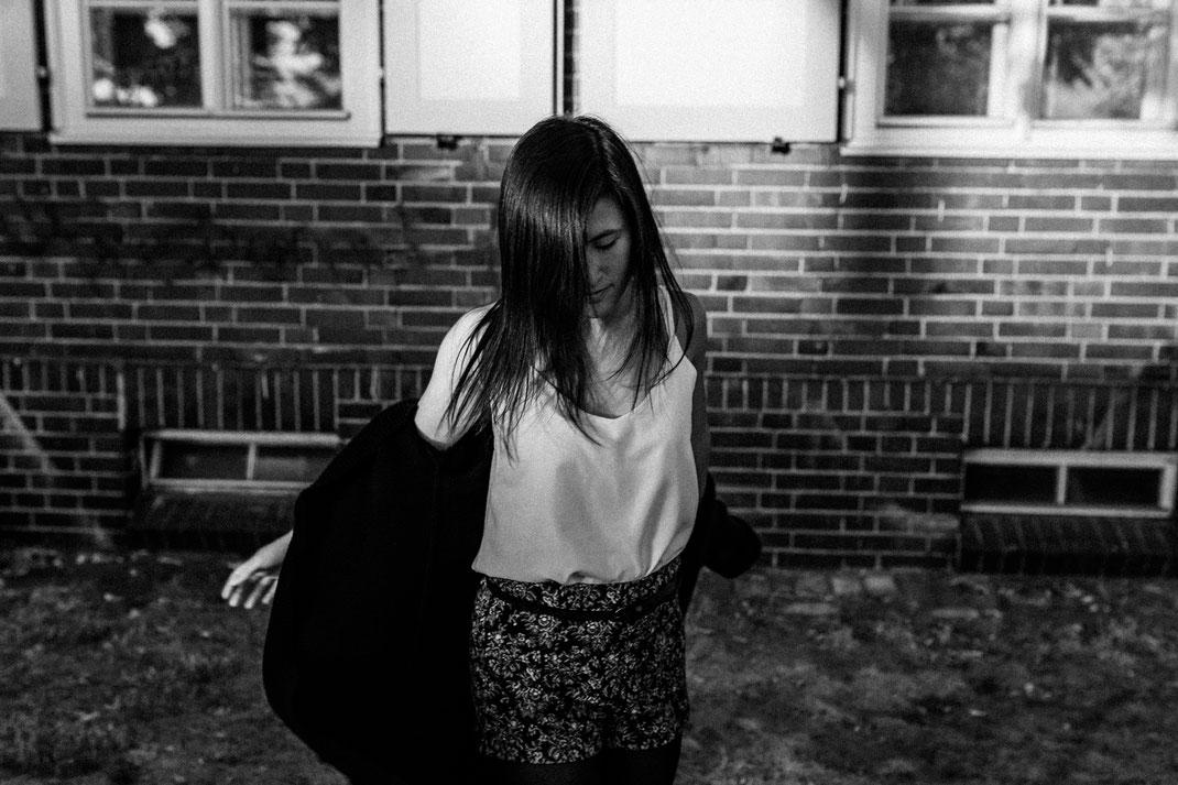 authentische alternative Portrait Fotografie Berlin Nadine Kunath Fotografin  Rummelsburg Schöneweide Abendlicht letzte Sommertage Melancholie schwarz weiß