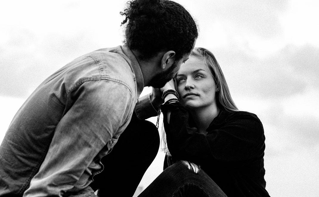 Maischa Erkan Schauspieler aus Hamburg - Paarshooting auf einem Dach4