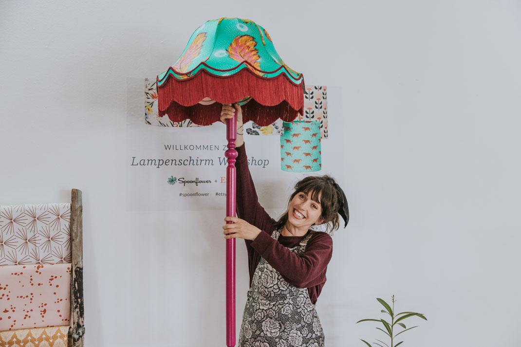 Berliner Bloggerworkshop DIY-Lampenschirm mit Mehrschein Etsy und Spoonflower Berlin Social Media Content Creation Berlin Nadine Kunath Storytelling Fotograf Content Creator Brandenburg