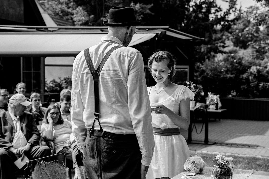 Eheversprechen Freie Trauung Spreewald authentische Hochzeitsfotografin Berlin