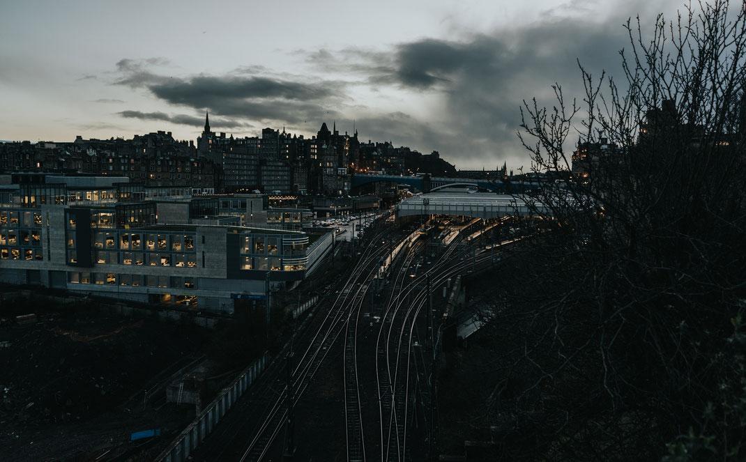 Panorama Edinburgh Nadine Kunath Bahnhof günstig reisen Schottland Fotografin Berlin