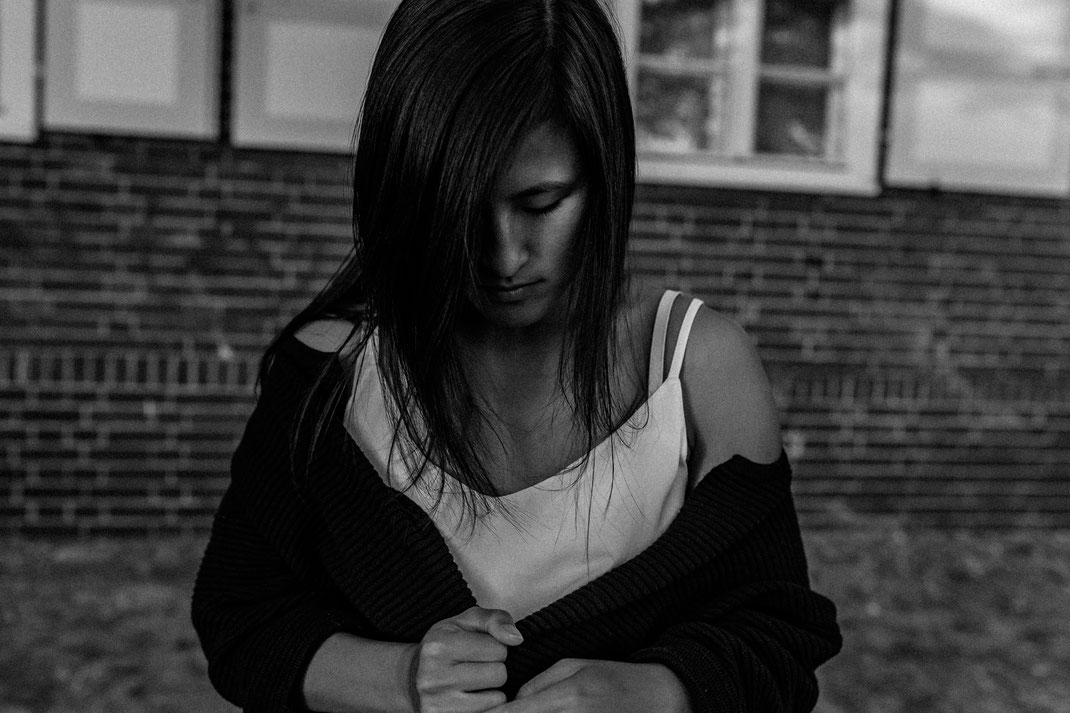 authentische alternative Portrait Fotografie Berlin Nadine Kunath Fotografin  Rummelsburg Schöneweide Abendlicht letzte Sommertage Melancholie