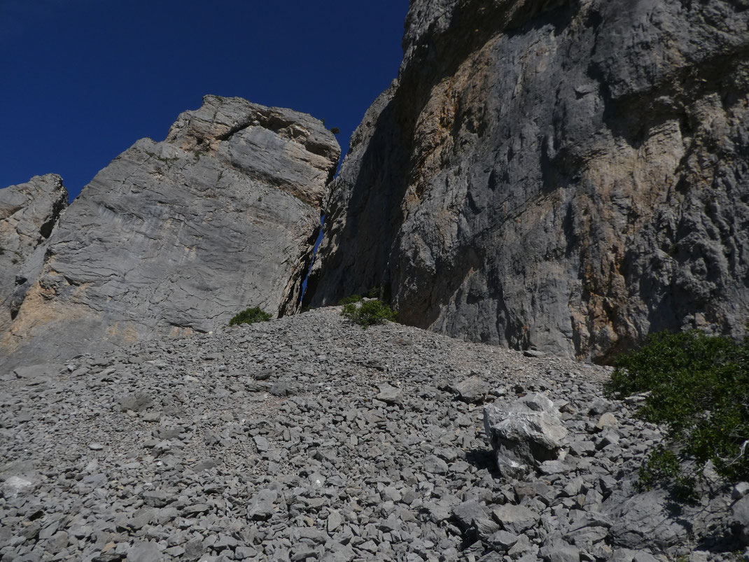 un des deux passages pour passer au-dessus des Orgues de Camplong