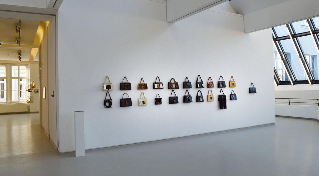 Kunst Handtaschen Installation