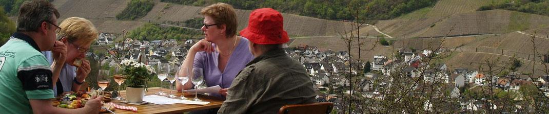 """Der """"Dernauer Weinfrühling"""" in den Weinbergen rundum Dernau und Marienthal am Rotweinwanderweg"""