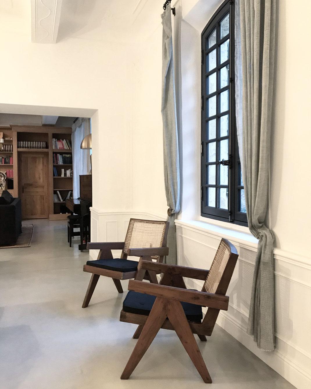 bertrand guillon architecture - architecte - marseille - BASTIDE AV - rénovation - intérieur - interiordesign - AIX-EN-PROVENCE - bastide - salon - haut de gamme - luxe - luxury home - béton poli - Le Corbusier - Pierre Jeanneret - chaise Jeanneret