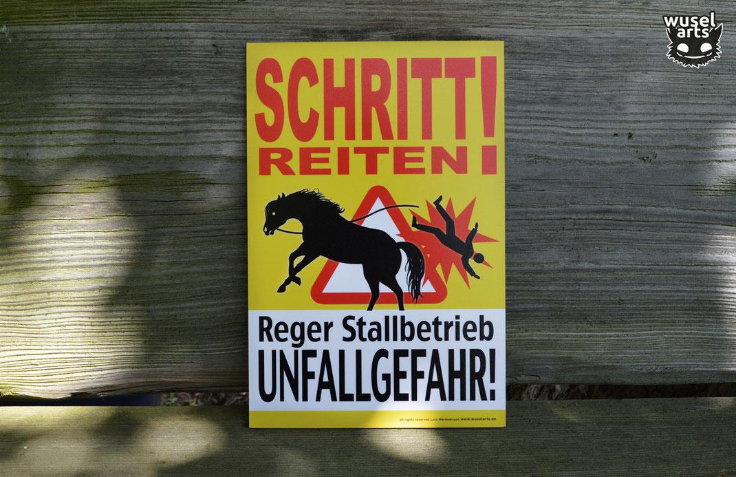 Schritt reiten! Reger Stallbetrieb Unfallgefahr Schild Pferd Stall