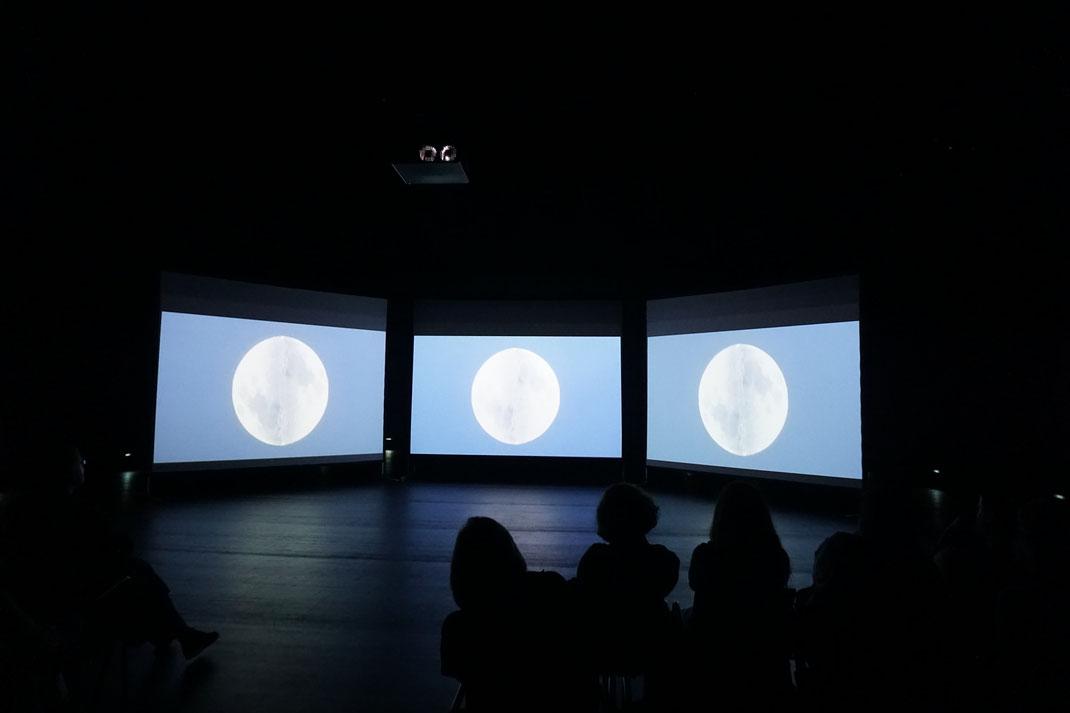 Regina Huebner, loving, ZKM Zentrum fuer Kunst und Medien Karlsruhe, TIME is Love.10, 2017