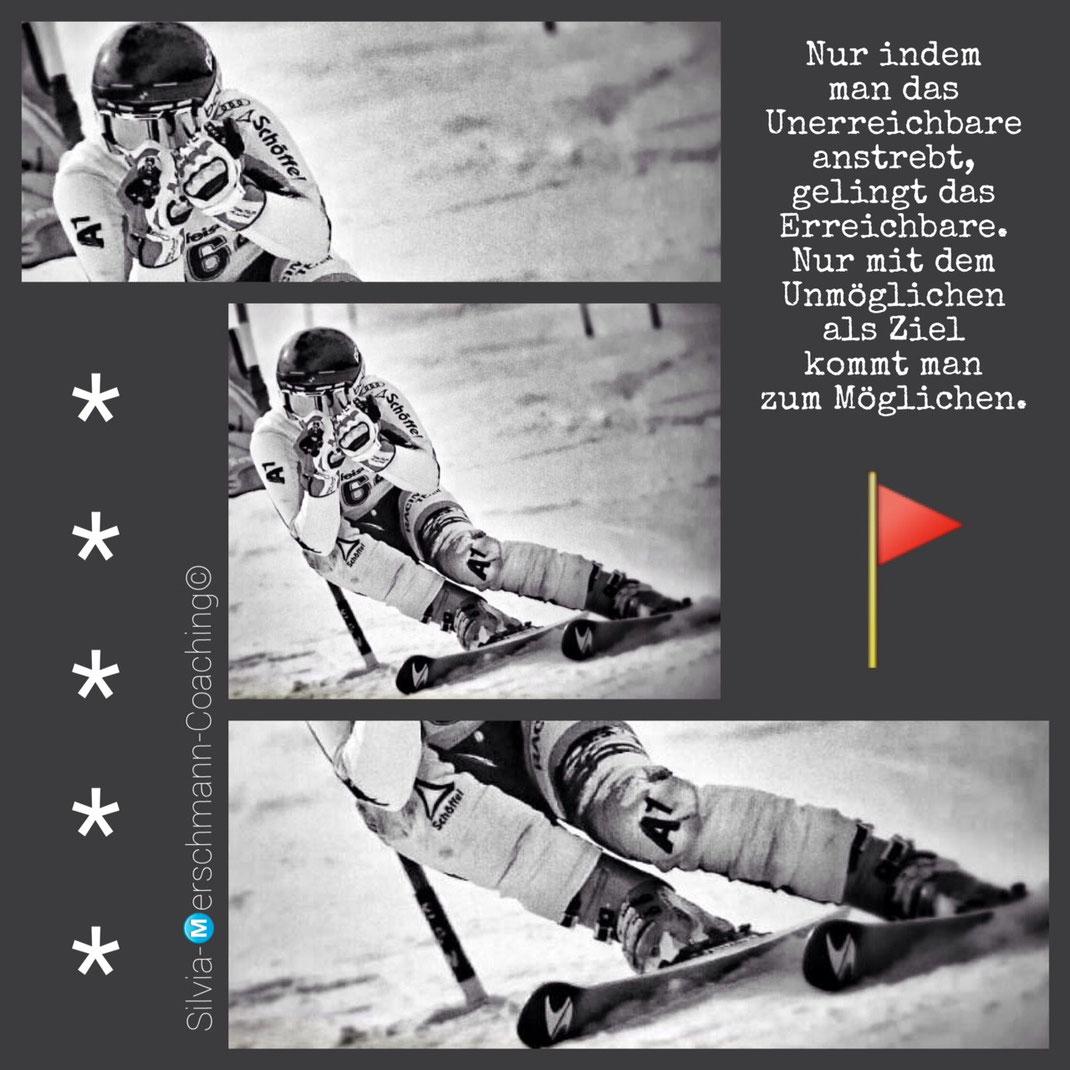Skifahrer fährt Slalom .