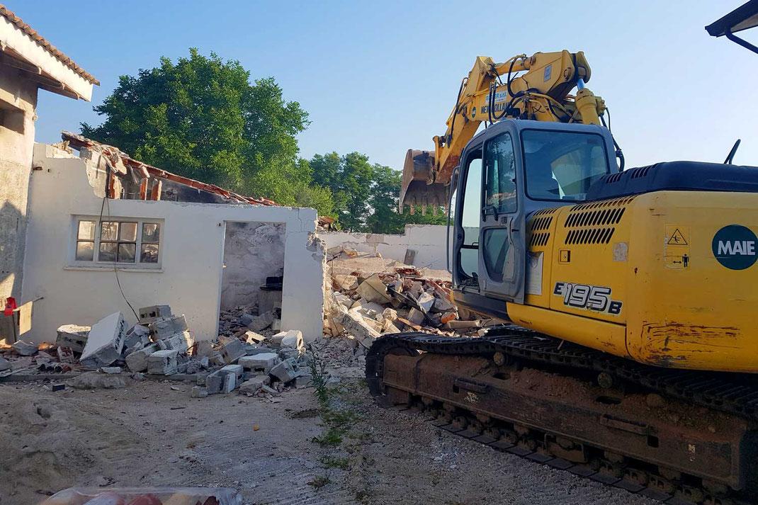 Demolizioni edili Ecoter srl - demolizione di una casa