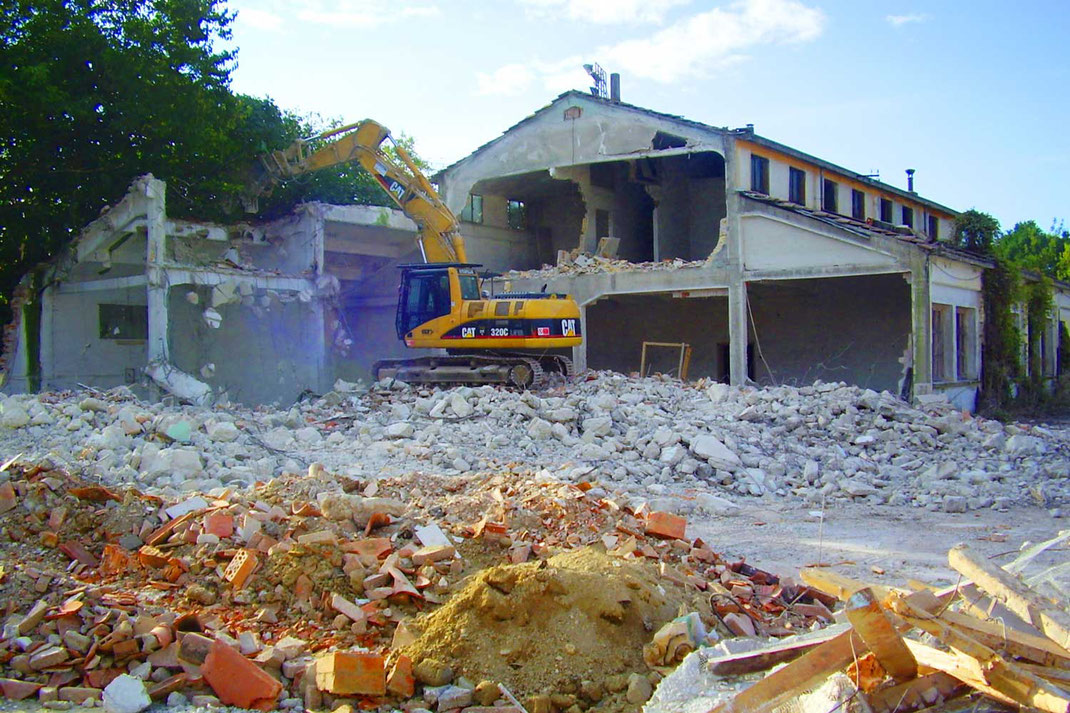 Demolizioni edili Ecoter srl - demolizione di un edificio commerciale