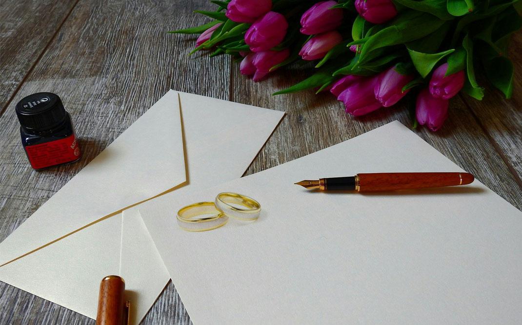 Perfekte Hochzeitskarten kreieren Sie mit: perfektem Stil, informativem Inhalt und passgenauem Versand