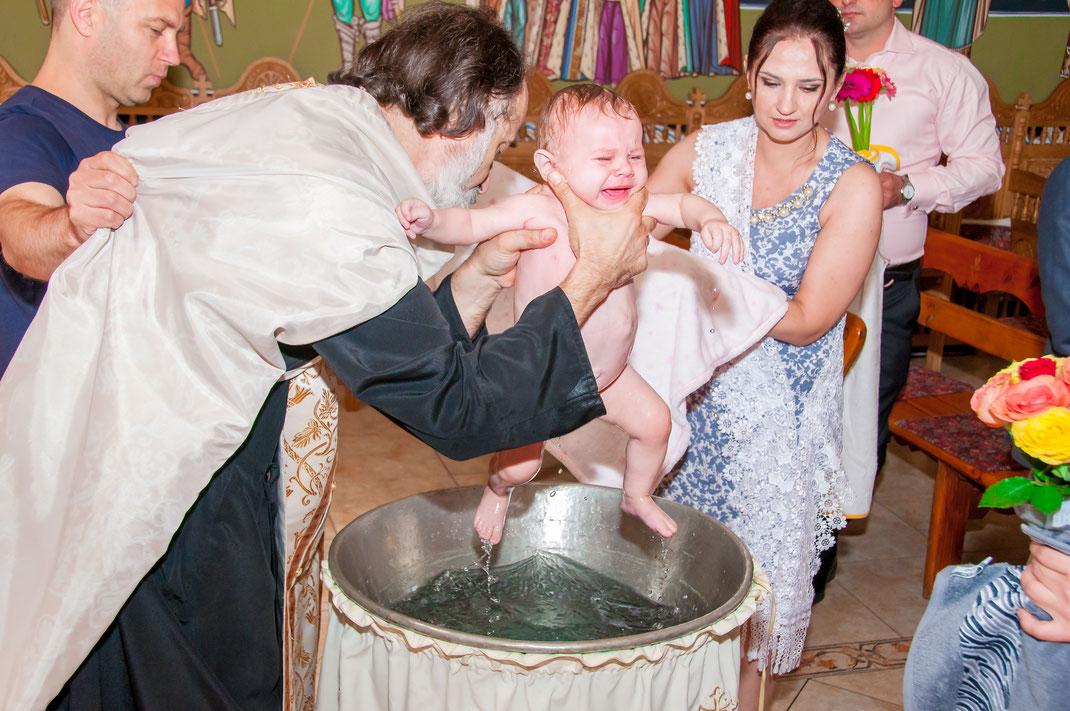 Professioneller Fotograf für moldawische Orthodoxe Taufe in Offenbach am Main und Rhein-Main inklusive Familienaufnahmen sowie Gruppenfotos und Feier