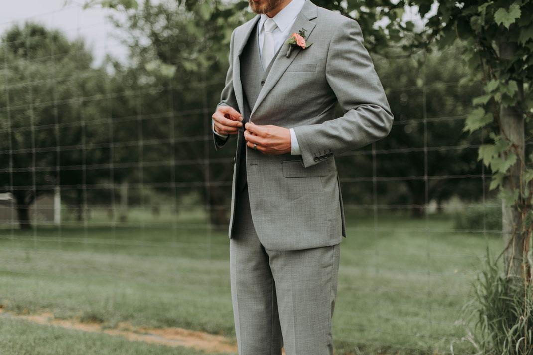 Bekleidung und Accessoires für den Bräutigam
