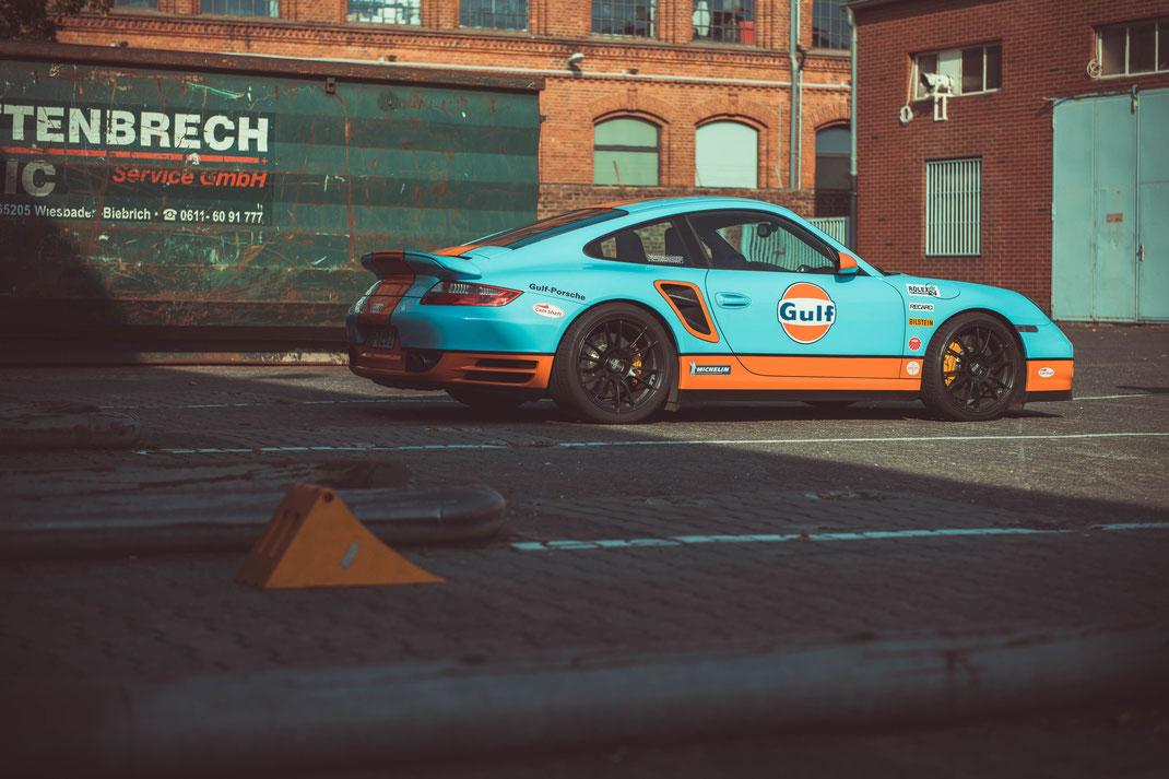"""Porsche 997 Turbo in den berühmten Farben von """"Le Mans"""""""