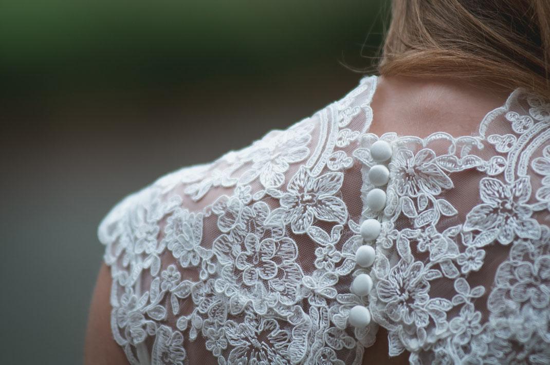 Bekleidung und Accessoires für die Braut