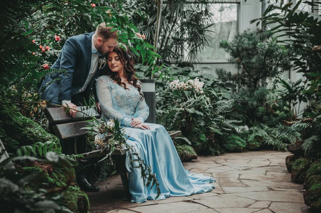 Paarshooting oder Verlobung-Shooting im Palmengarten Frankfurt am Main mit authentischen und stilvollen Aufnahmen