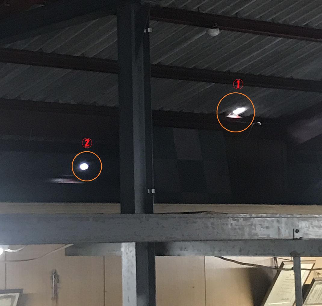 本社倉庫の天井に大穴が開き、商品にも被害が出ました。