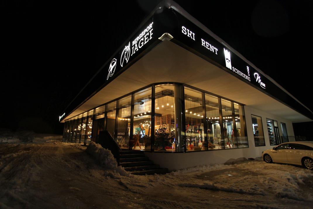 Besuchen Sie uns im Luis Diner an der paznauner Talstraße. Neben kulinarischen Köstlichkeiten und eine gemütlichen Atmosphäre, punkten wir zusätzlich mit einem Kinderbereich und gratis Parkplätzen.