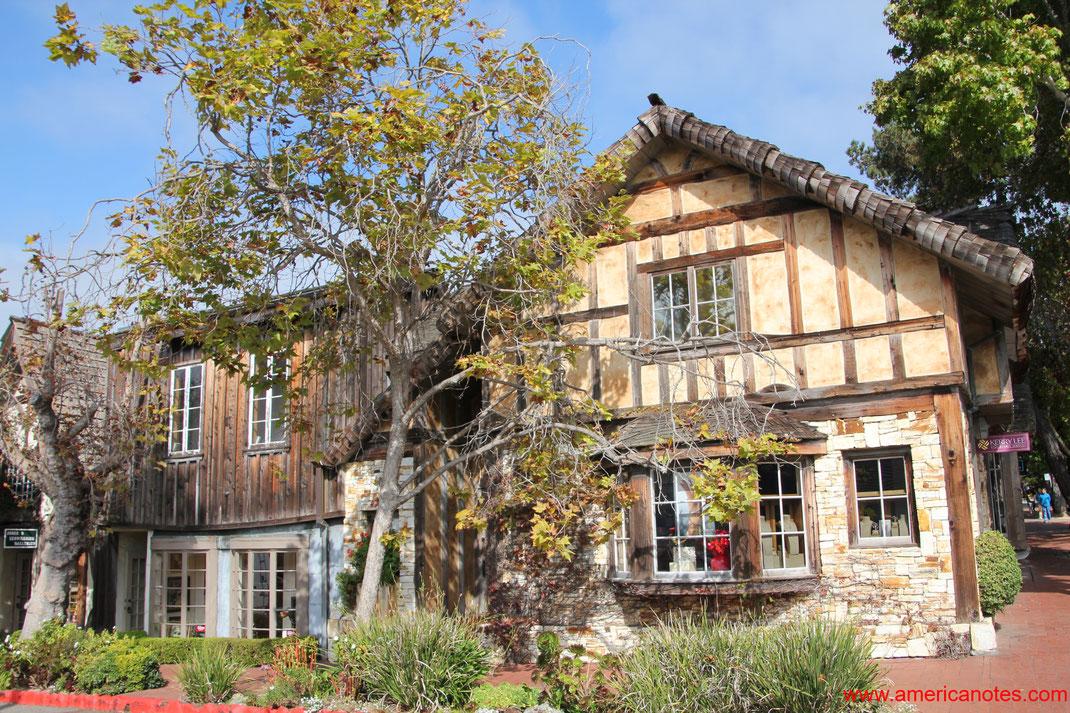 Häuser entlang der Straßen in Carmel-by-the-Sea, Monterey Halbinsel, Kalifornien, USA