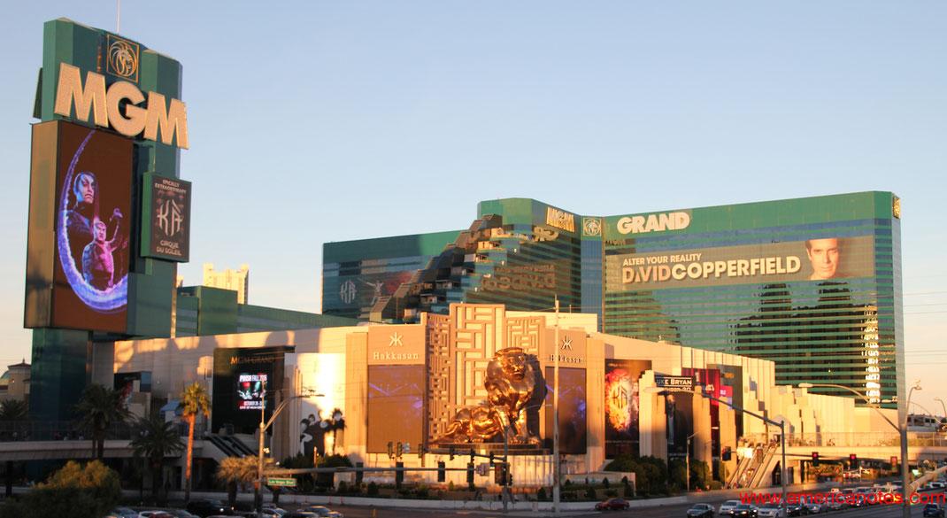 Der Goldene Löwe des MGM vor dem MGM Grand auf dem Las Vegas Boulevard, The Strip, Las Vegas, Nevada