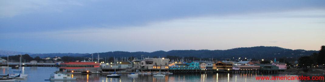Blick auf das Pier von Monterey nach Sonnenuntergang, Monterey, Kalifornien, USA
