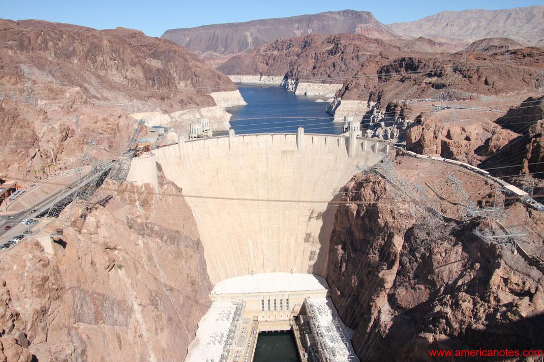 Sehenswürdigkeiten und die Wüstenlandschaft von Nevada. Hoover Dam bei Lake Mead.