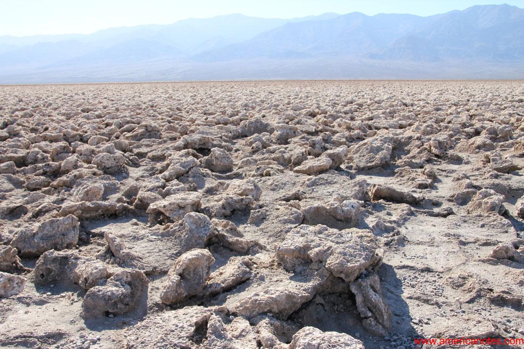 Sehenswürdigkeiten und Reisetipps im Death Valley Nationalpark. Devil's Golf Course.