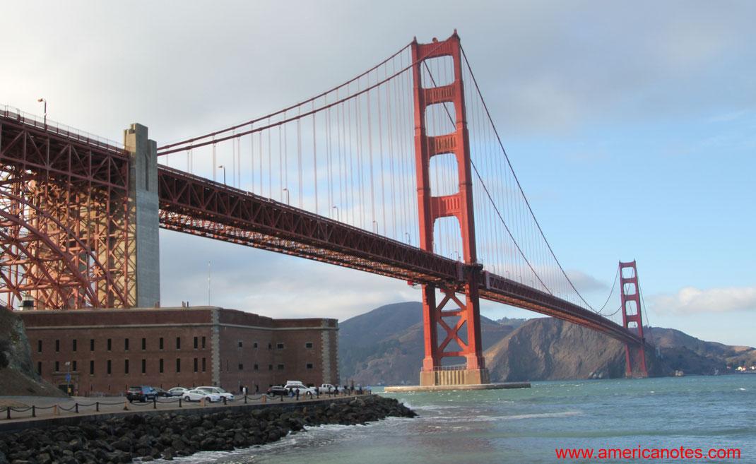 Sehenswürdigkeiten und Reisetipps San Francisco. Das Presidio und die Golden Gate Bridge.