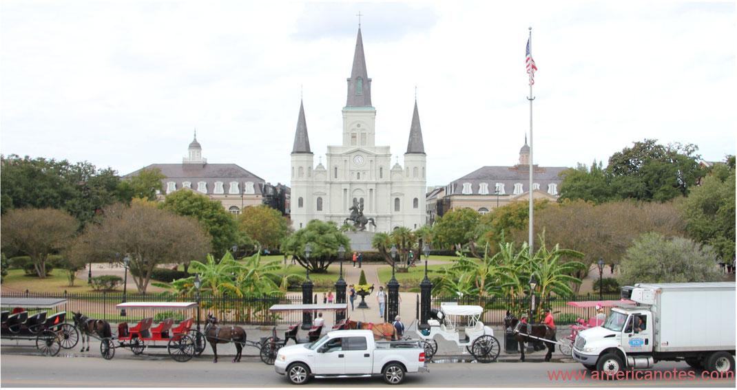 Die besten Sehenswürdigkeiten und Reisetipps für New Orleans. Jackson Square und St. Louis Cathedral.