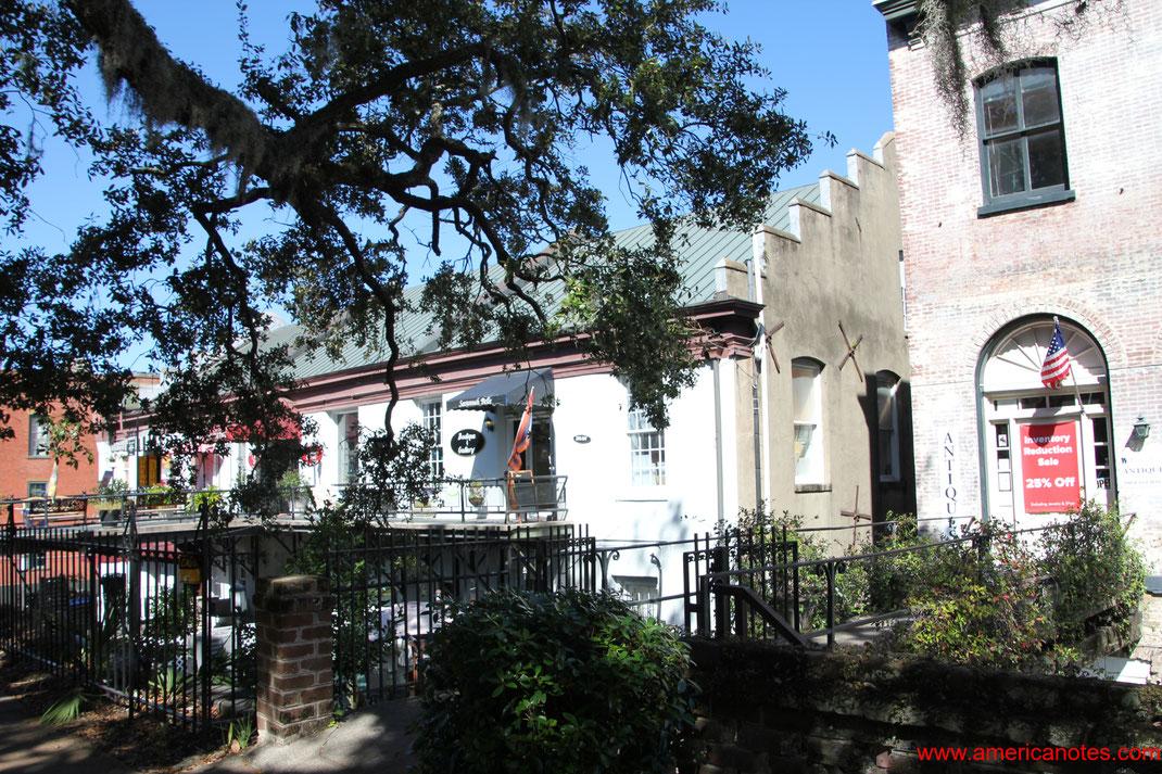 Die besten Sehenswürdigkeiten und Reisetipps für Savannah. Die ehemaligen Lagerhäuser am Factor's Walk.