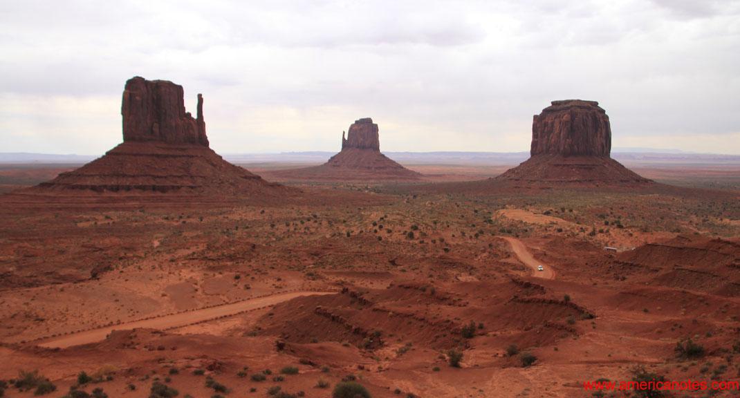 Die besten Sehenswürdigkeiten und Nationalparks in Arizona. Der 17-Mile-Drive im Monument Valley Nationalpark, Arizona, USA