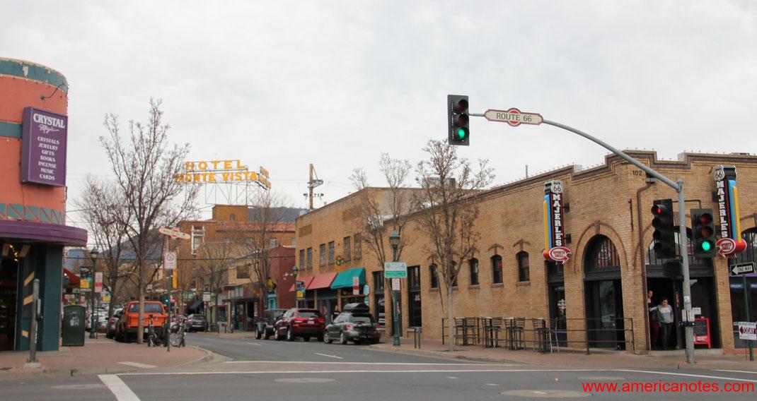 Sehenswürdigkeiten in Flagstaff. Downtown Flagstaff, direkt an der Route 66, Arizona, USA
