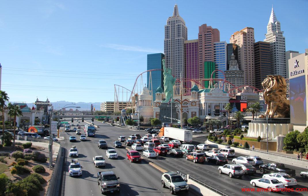 Blick am Tag auf den Las Vegas Boulevard, The Strip, Las Vegas, Nevada