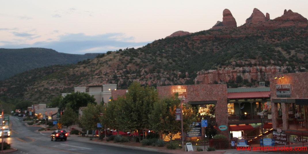 Sehenswürdigkeiten in Sedona. Sedona in der Umgebung des Oak Creek Canyon, Arizona, USA