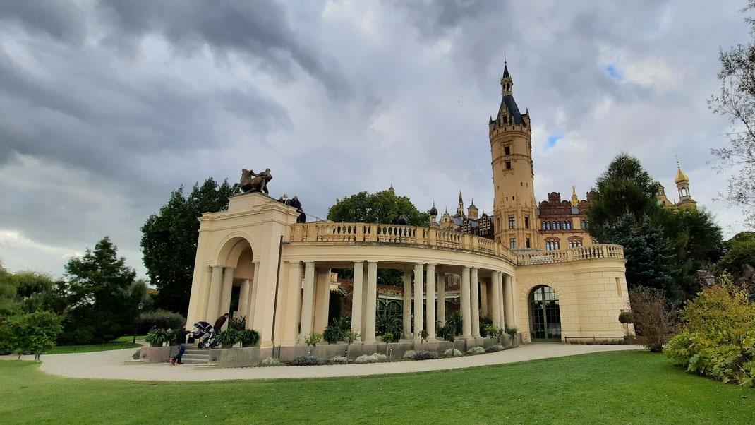 """Eine """"Etage"""" tiefer: im Schlossgarten"""