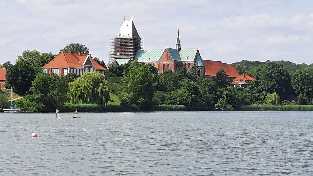 Ratzeburger Dom (leider eingerüstet) vom Königsdamm aus gesehen