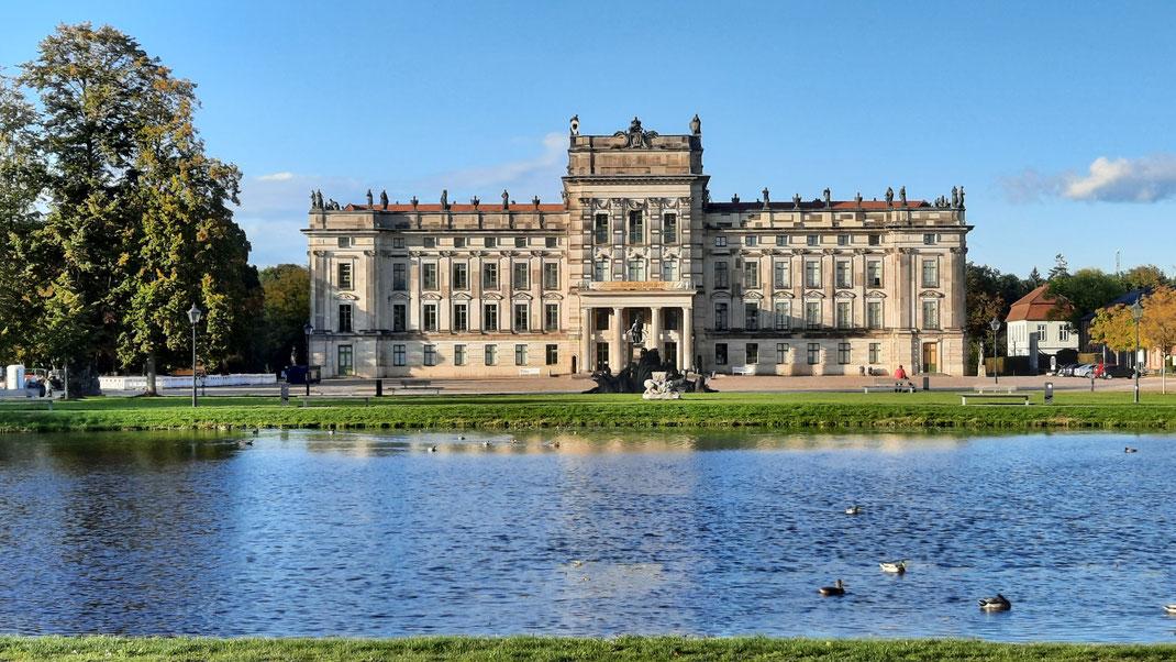 Schloss mit Teich