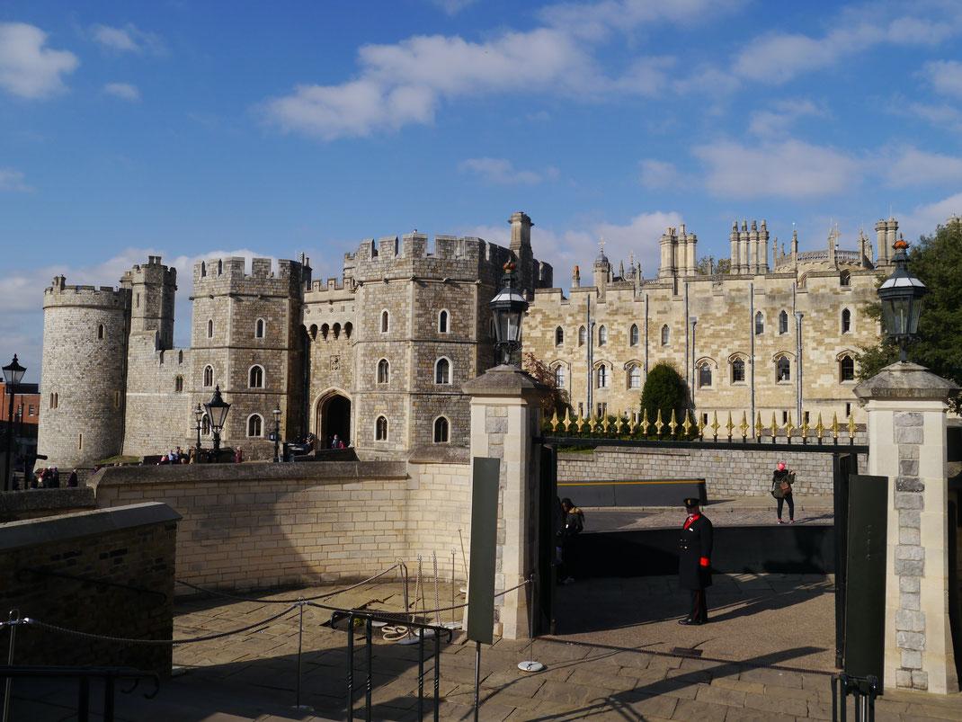 Schloss Windsor vom Besucher-Eingangsportal aus gesehen