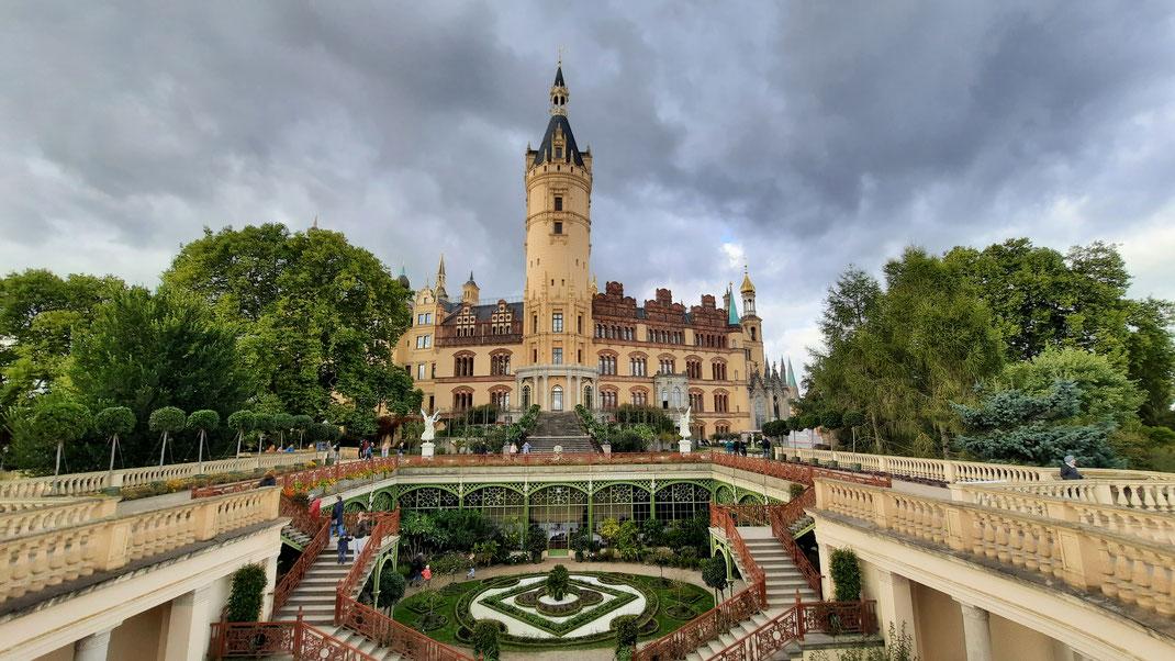 Das Schloss und die Orangerie