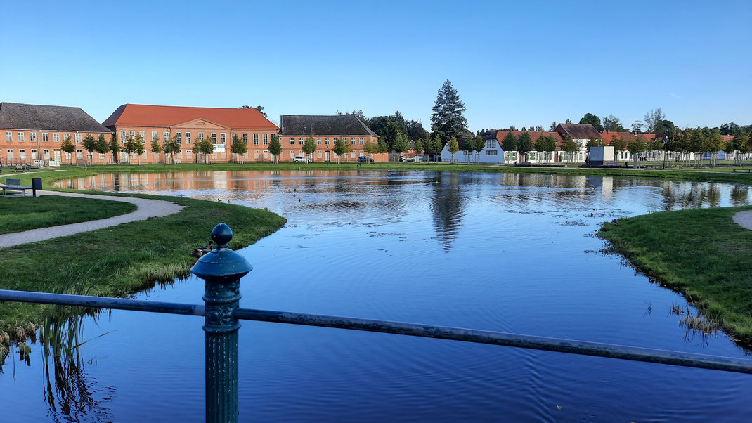 Gesindehäuser an der Teichanlage