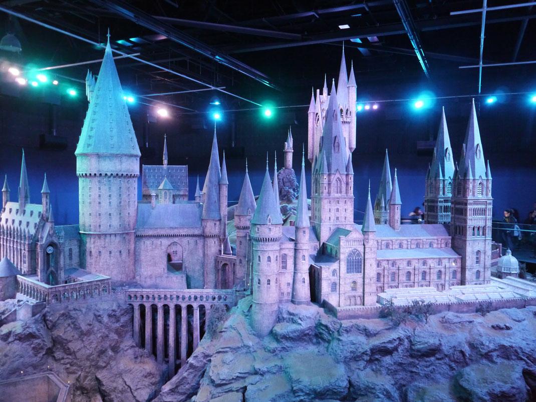 Modell von Hogwarts über zwei Etagen im Maßstab 1:24
